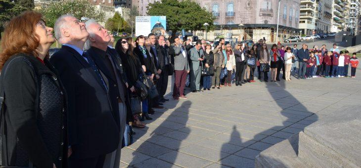 Profesores universitarios asistieron al izamiento