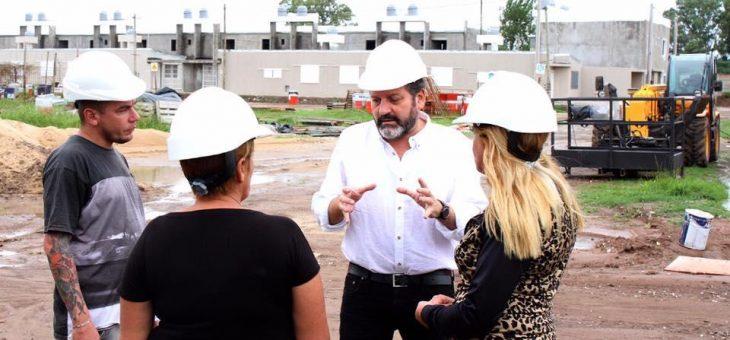 Garantizan finalización de 500 viviendas del barrio Travesía