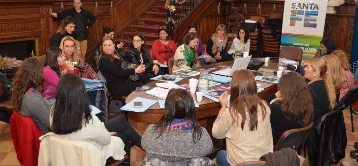 """Mesa de """"Más mujeres, más democracia"""" por la paridad"""