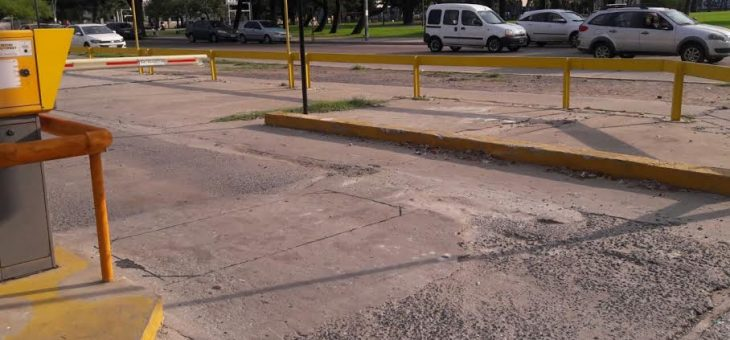 Solicitan reparar la playa de estacionamiento de la Terminal de Ómnibus