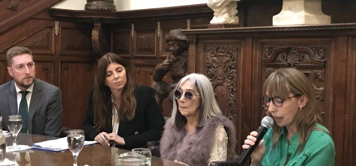 Disertó en el Concejo,  María Kodama