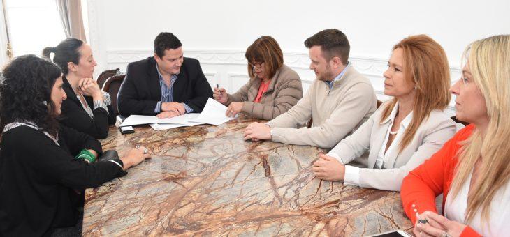 Firmaron convenio el Instituto Nacional de las Mujeres y el Concejo