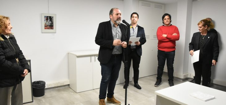 Martín Toyé expone en el Concejo